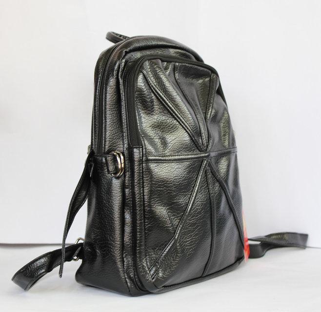 Модный рюкзак школьный и городской из искусственной кожи чёрный.