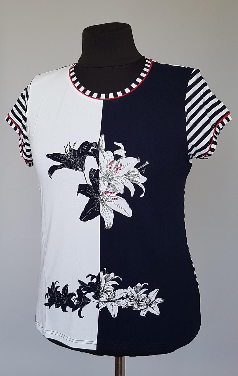 Женская футболка с полосатыми рукавами