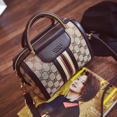 Жіноча сумка квадрати