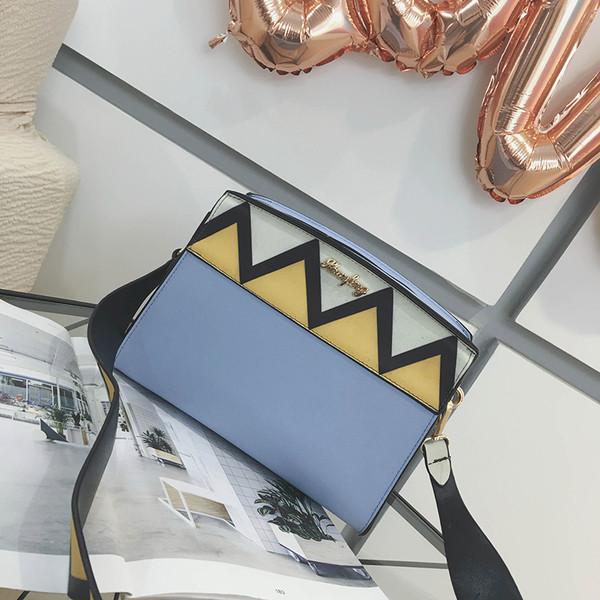 Жіноча сумочка в ромбик