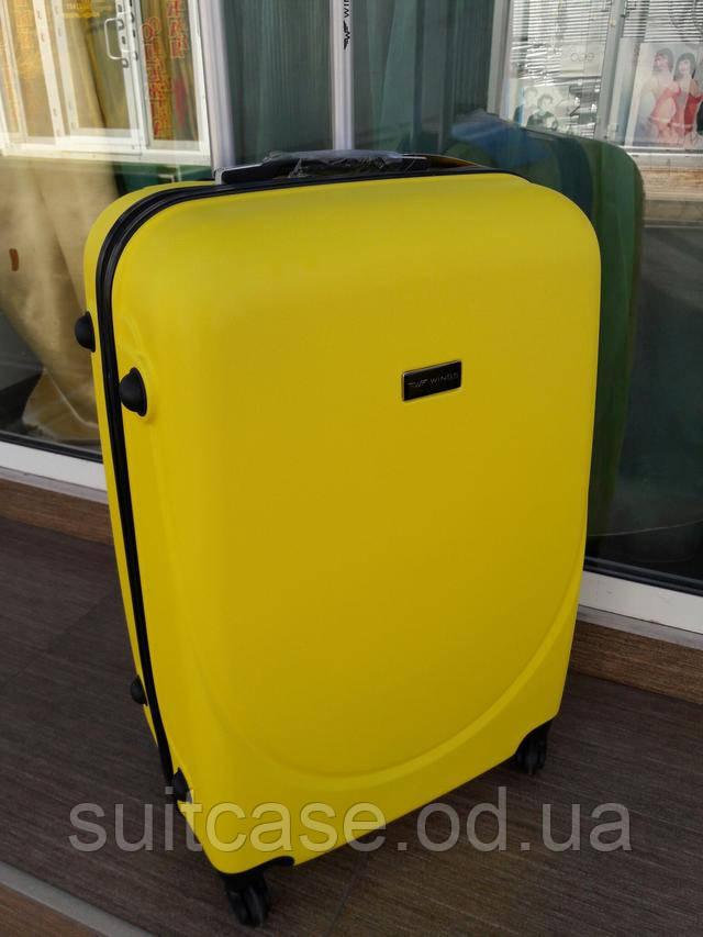 Закрывается на кодовом замке встроенном сбоку чемодана . Предельно  допустимый вес по загрузке большого чемодана 22-25 кг.ПРЕВЫШЕНИЕ ВЕСА  ПРИВОДИТ К ... 108e472a3d9