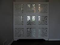 Шкаф деревянный, фасад зеркало с декоративной резьбой