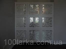 Шафа дерев'яна, фасад дзеркало з декоративною різьбою.