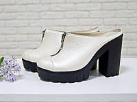 Сабо из натуральной кожи молочного цвета, на устойчивом высоком каблуке