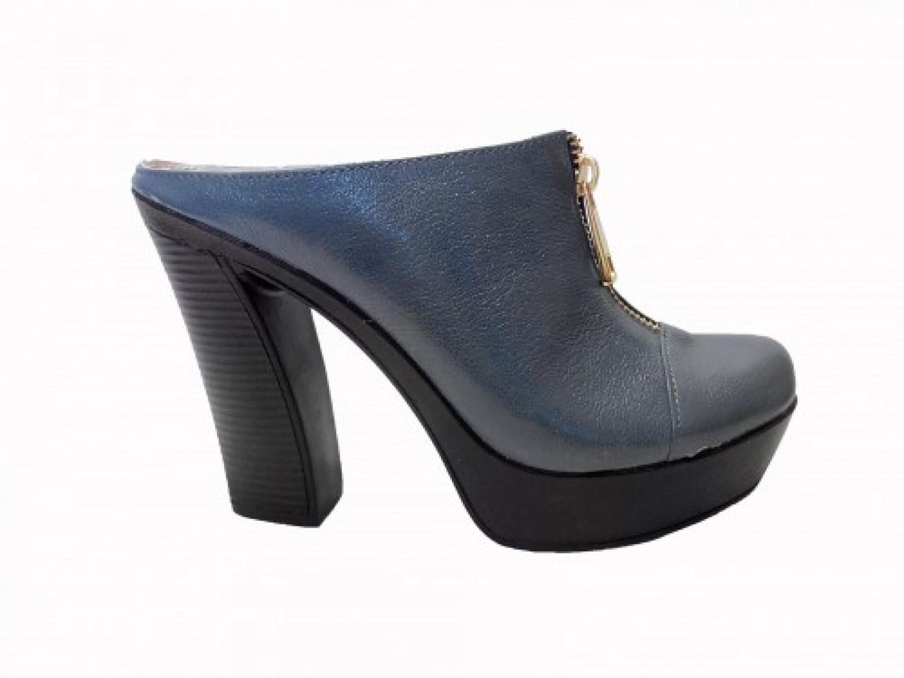 Сабо из натуральной кожи синего цвета, на устойчивом высоком каблуке