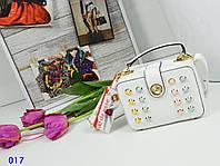 Женская сумочка выполнена в одном из самых модных оттенков весенне-летней коллекции.