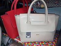 Модная женская сумка бежевая, красная на ручках