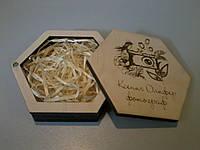 Деревянная, подарочная коробка для флешки.