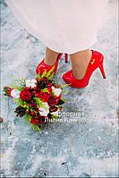 Свадебный букет невесты из пионовидной розы, хиперикума и хлопка