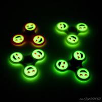 Спиннер - hand spinner Tri fidget с подшипником, смайлик светящийся