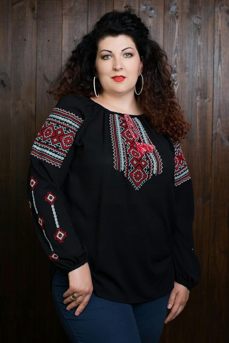 Красивая женская вышиванка с длинным рукавом