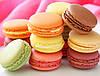 """Композиция из конфет и пирожных """"Макарон"""" в красивой коробке, фото 3"""