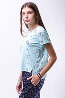 Женская футболка с цветочками асимметрия