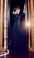 Вечернее длинное платье в пол с рукавами на манжетах и воротничком