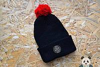 Черная модная шапка  с бубоном
