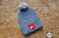 Стильная серая шапка с бубоном найк,Nike