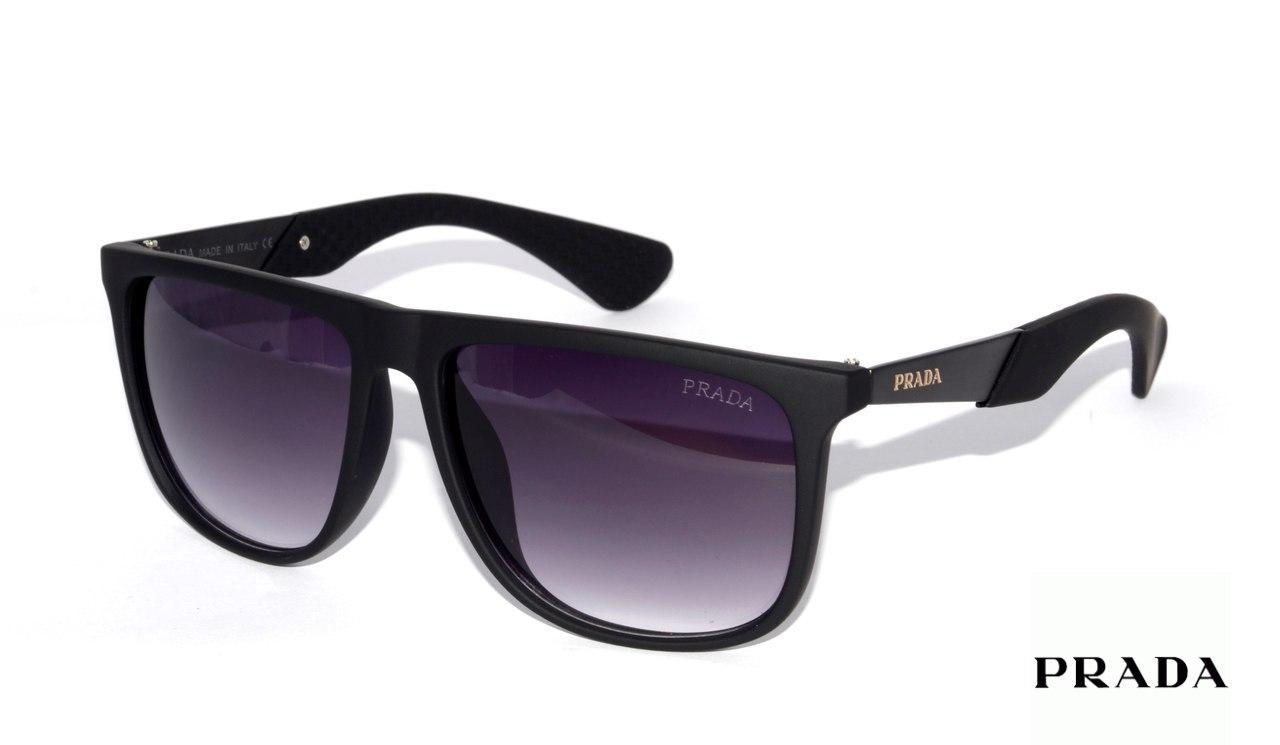 Мужские солнцезащитные очки от бренда Prada -