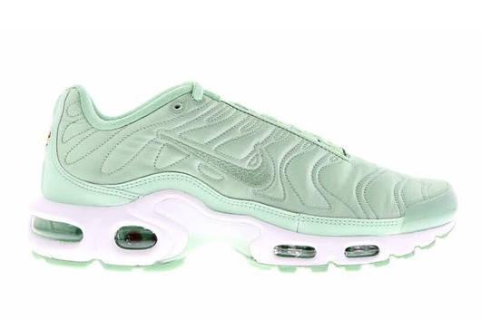Женские кроссовки Nike Air Max Plus Satin