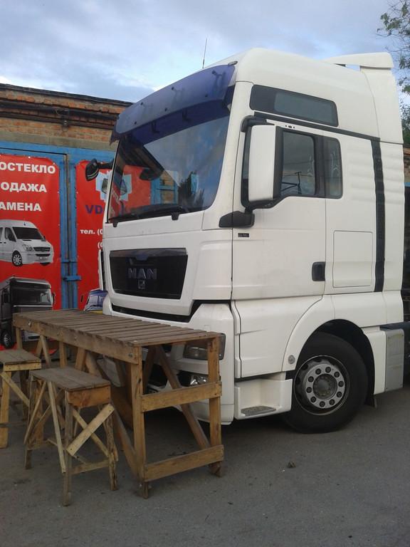 Замена лобового стекла на грузовике MAN TGA XXL