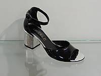 Модные босоножки на не высоком каблуке, фото 1