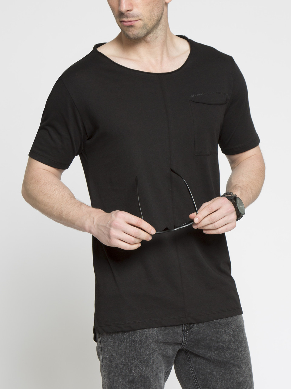 Мужская футболка LC Waikiki черного цвета с карманом на груди