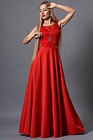Вечернее женское платье в пол красного цвета.