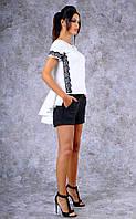 Женский трикотажный костюм с шортами и со шлейфом-обрками (белый)
