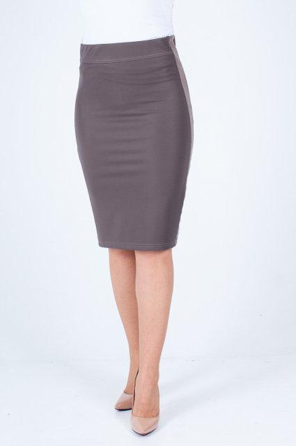 Женская юбка бежевого цвета с кожаной вставкой