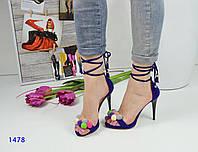 Женские модные босоножки с помпонами и с завязками вокруг ножки, фиолетовые