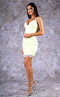 Женское  платье из кожзама на тонких бретельках с кружевом (бледно-желтое)