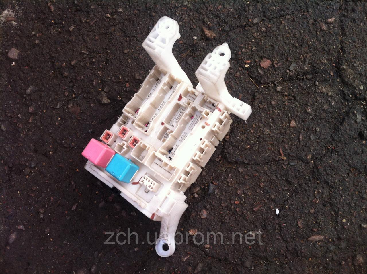 Блок предохранителей Toyota Auris