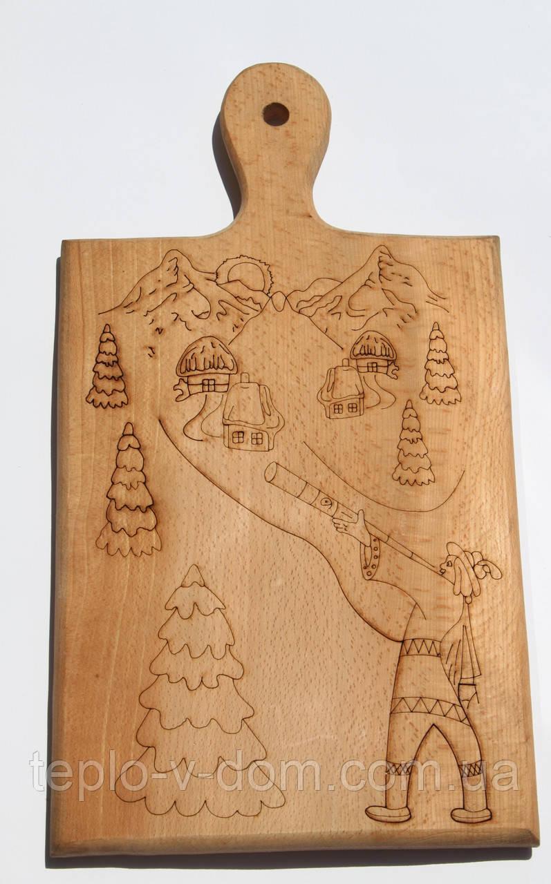 Доска сувенирная с выжиганием гор и гуцула с трембитой 21х38 см