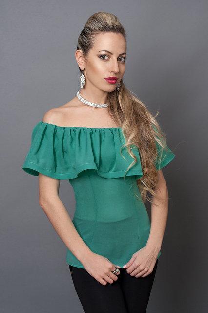Нарядная женская блуза из креп-шифона с воланом