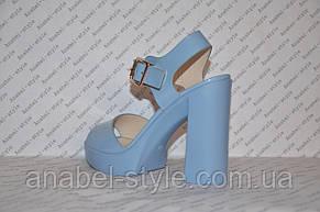 Босоножки женские лаковые на толстом каблуке голубые, фото 3