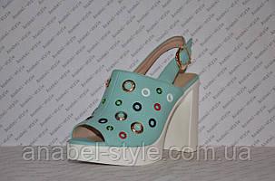 Босоножки с заклепками на толстом каблуке цвета мяты, фото 2