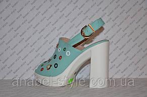 Босоножки с заклепками на толстом каблуке цвета мяты, фото 3