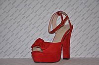 Босоножки замшевые на высоком толстом устойчивом каблуке красные с бантом