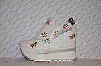 Криперсы летние белого цвета на платформе цветочный принт резинка