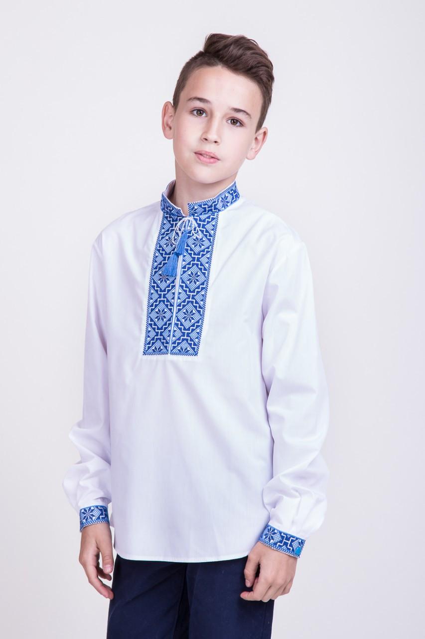 Вышитая сорочка для мальчика с сине-голубой вышивкой