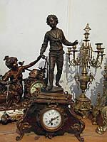 Старинные каминные часы с мальчиком в стиле барокко!