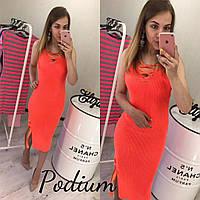 Оранжевое платье тонкой вязки