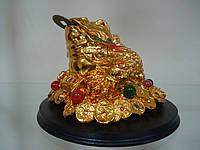 Жаба  трёхлапая на деревянной  подставке Статуэтка под золото с камнями