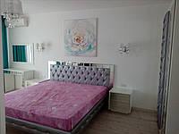 Белый спальный гарнитур с зеркальным декором