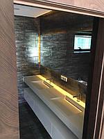 Двойной умывальник в ванную комнату из кварцевого искусственного камня. Щелевой умывальник
