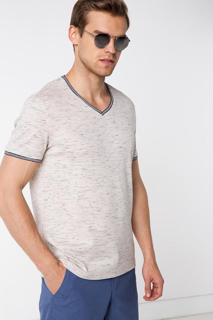 Бежевая мужская футболка De Facto / Де Факто с синей окантовкой, фото 1