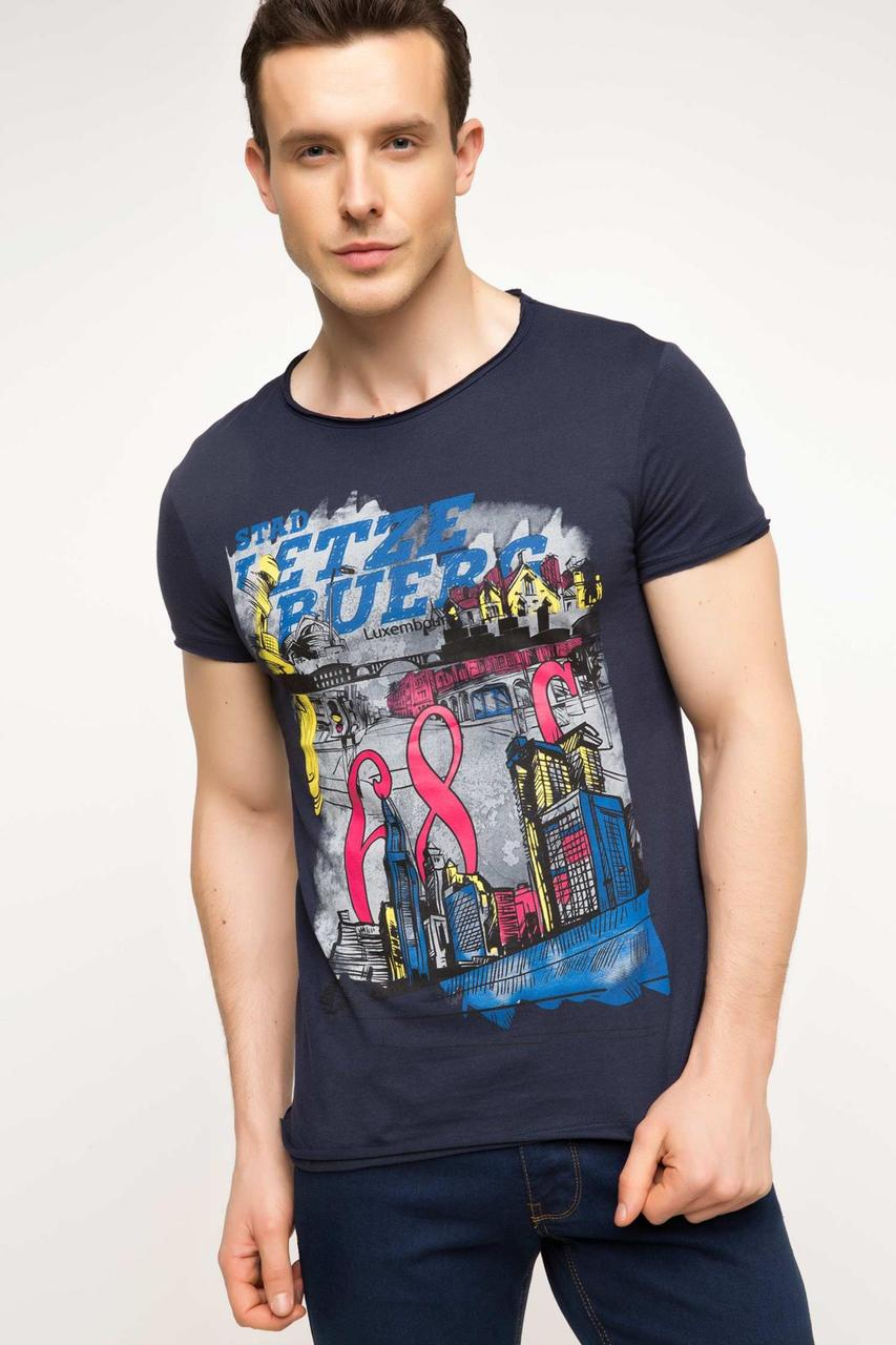 Мужская футболка De Facto синего цвета с рисунком и надписью на груди