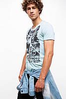 Мужская футболка De Facto голубого цвета с рисунком и надписью на груди