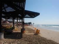 Деревянный пляжный навес