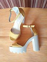 Босоножки женские кожаные на высоком каблуке 38(24,5 см)