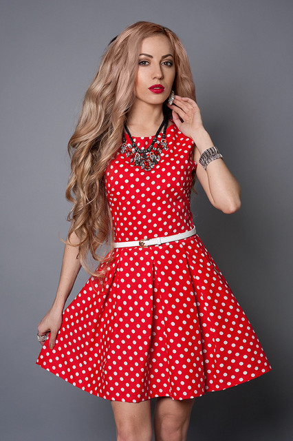 Как правильно стирать женские платья из разных тканей?